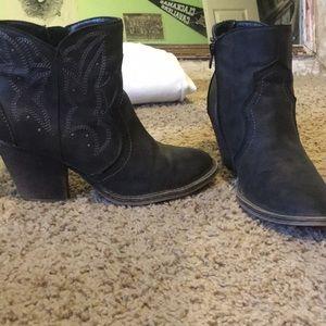 Cute short cowboy boots